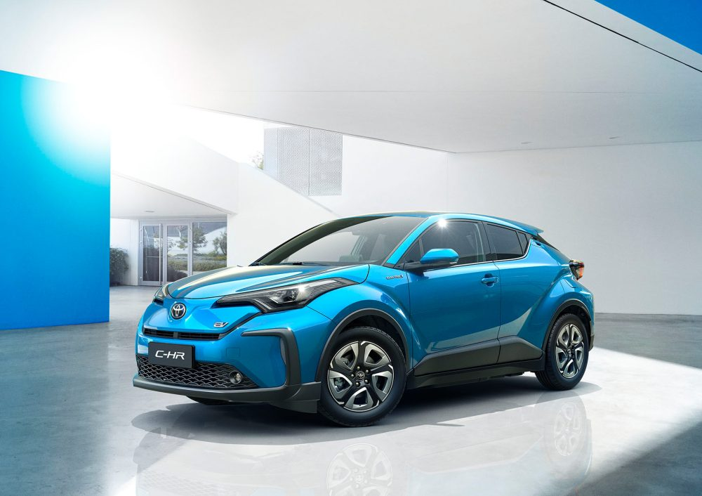 Кроссовер Toyota C-HR появится в электрической версии