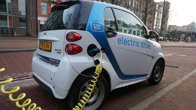 В Амстердаме запретят дизельные и бензиновые авто. Правда, с 2030 года