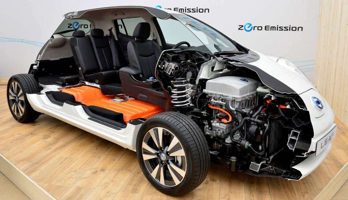 Внутреннее устройство Nissan Leaf